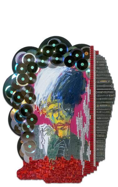"""Chargement de """"Warhol"""" : sculpture murale cybertrash de Rémy Tassou. Vue principale."""