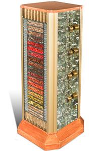 """Œuvre nommée """"RAM"""" : sculpture cybertrash (totem) du sculpteur Rémy Tassou. Vue principale."""