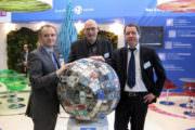 Tassou avec M. Howard, directeur général adjoint de Géodis Valenda et M. Barbier, directeur de la communication.