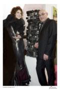 Vernissage «Art Affair» au Carlton. Rémy Tassou avec la styliste russe Larisa Katz. (photo Patricia Lascabannes)