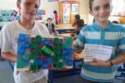 Réalisation d'élèves à base de bouchons en plastique