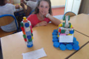 Réalisation d'élèves à base de bouchons en plastiques