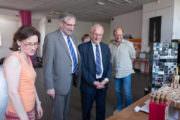 Visite de l'exposition Tassou par des responsables