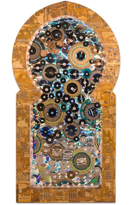 """Œuvre nommée """"Enter"""" : sculpture murale cybertrash de Rémy Tassou."""