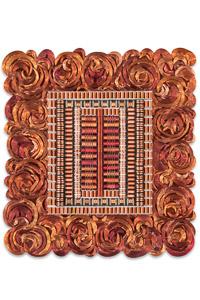"""Œuvre nommée """"Main Frame"""" : sculpture murale cybertrash de Rémy Tassou. (vue principale)"""