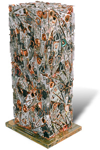 """Œuvre nommée """"Fortran"""" : totem cybertrash de Rémy Tassou. (vue principale, vignette)"""