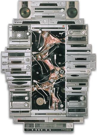 """Œuvre nommée """"DJ"""": sculpture murale cybertrash du sculpteur Rémy Tassou. Vue principale (vue principale, vignette)"""
