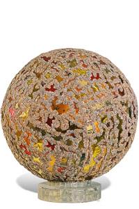 """Œuvre nommée """"Gamma"""": totem cybertrash de Rémy Tassou. Vue d'un angle de rotation (vue principale)"""