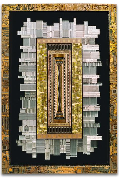 """Œuvre nommée """"Terawatt """": sculpture murale cybertrash de Rémy Tassou (vue principale)"""