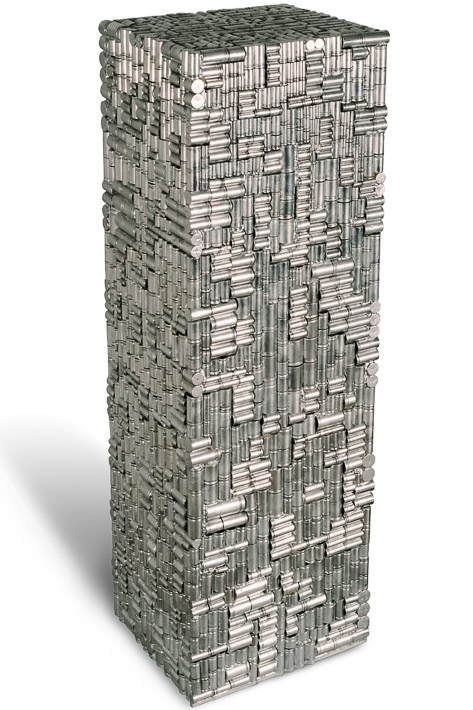 """Œuvre nommée """"Napster"""" : sculpture cybertrash (totem) du sculpteur Rémy Tassou. (vue principale, vignette)"""
