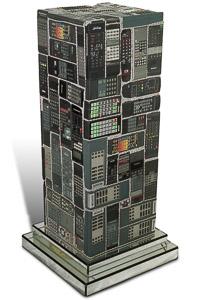 """Œuvre nommée """"Telec"""" : totem cybertrash de Rémy Tassou. (vue principale, vignette)"""