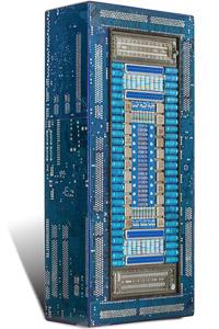 """Œuvre nommée """"Univac bleu"""" : totem cybertrash de Rémy Tassou. Vue de 3/4 (vue principale)"""